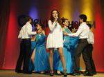 Первокурсники танцуют вальс - нежно и трогательно